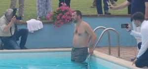 salvini_piscina