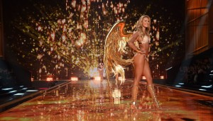 victorias-secret-2014-fashion-show-candice-swanepoel-gold-wings